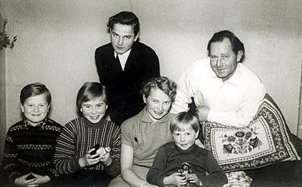 1952-petermarionachimhildewinniepaul.jpg